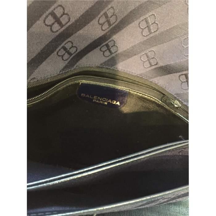 Vintage 1990 monogrammed Shoulder Bag-10
